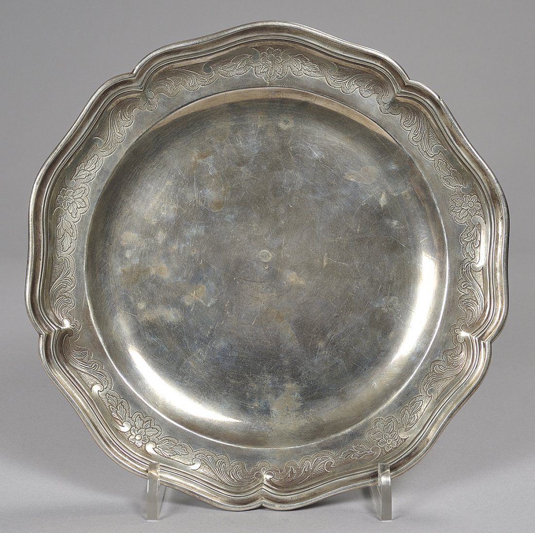 Piatto barocco in argento sbalzato, Punzone