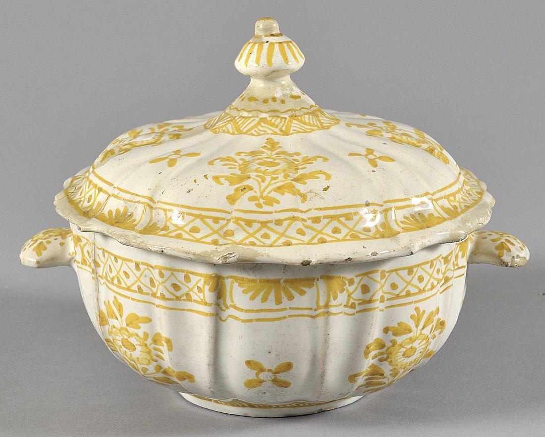 Salsiera con coperchio in ceramica decorata in