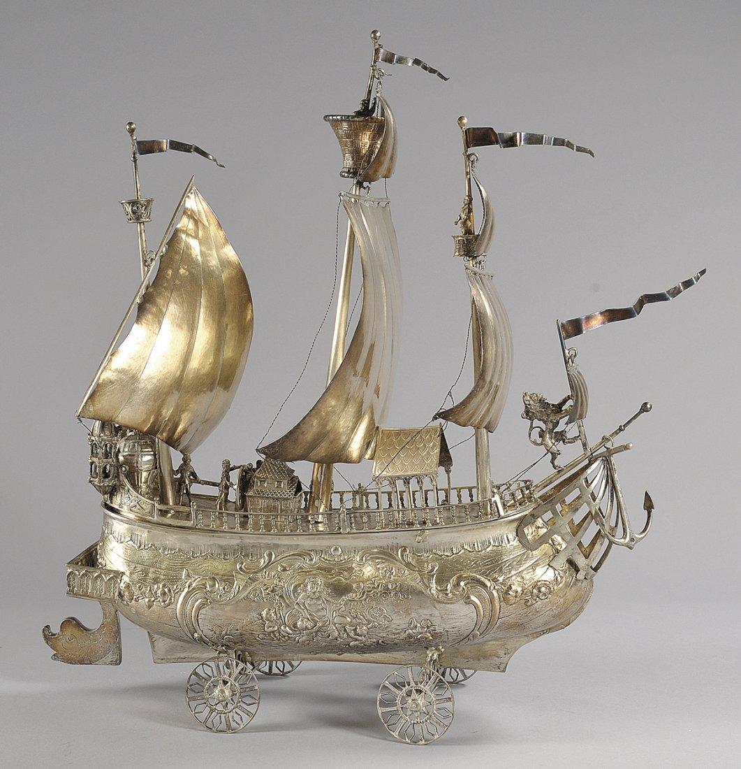 Modello di galeone in argento finemente sbalzato