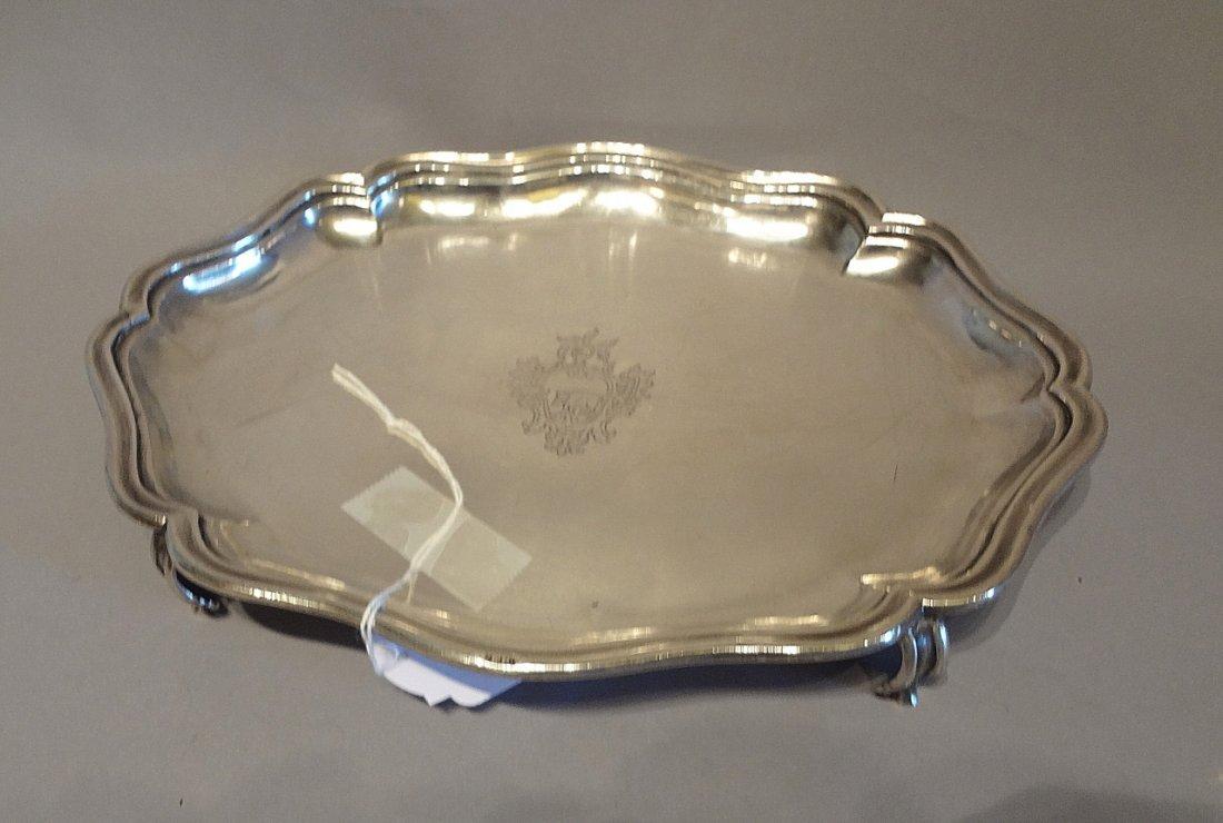 Vassoietto in argento con stemma centrale,