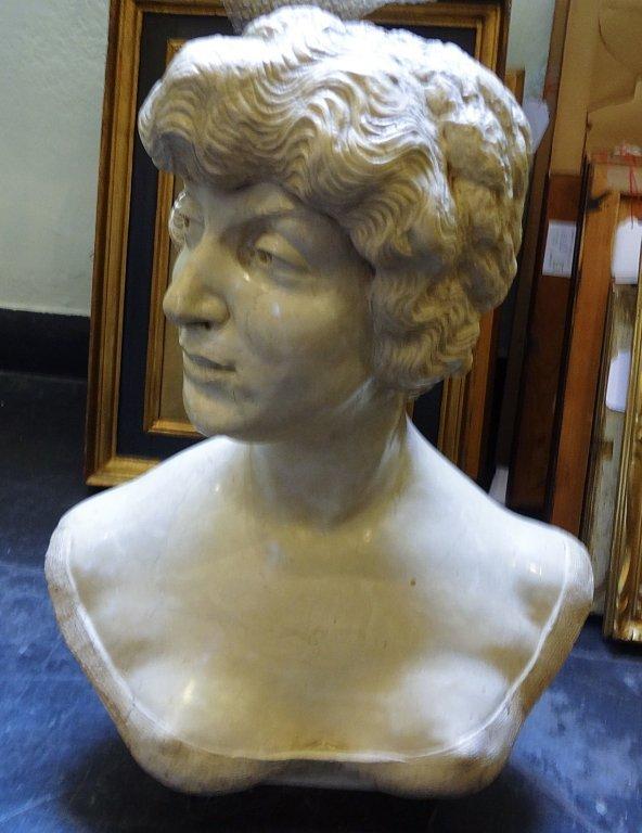 Busto di donna, scultura in marmo di Istria inizi