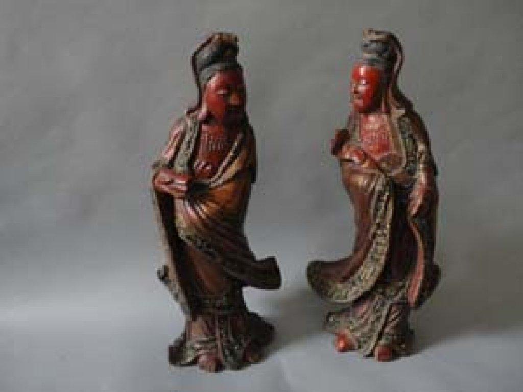 Coppia di sculture cinesi in legno laccato