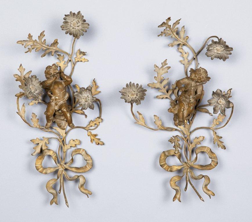 Coppia di decorazioni parietali in bronzo a