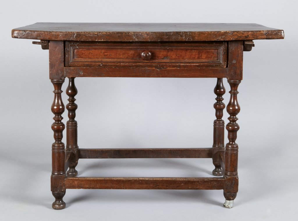 Tavolino Luigi XIV a rocchetto in noce, un