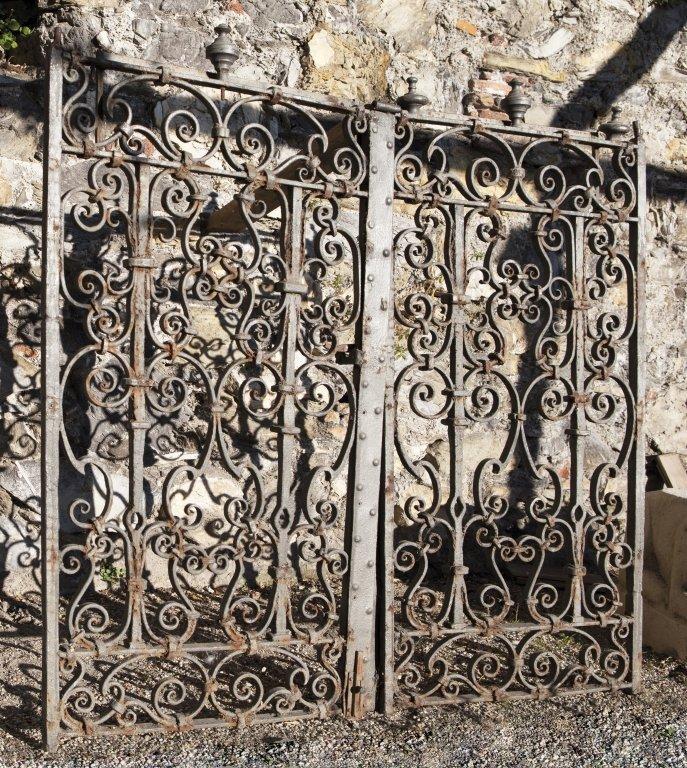 Cancello in ferro lavorato a due porte, Genova