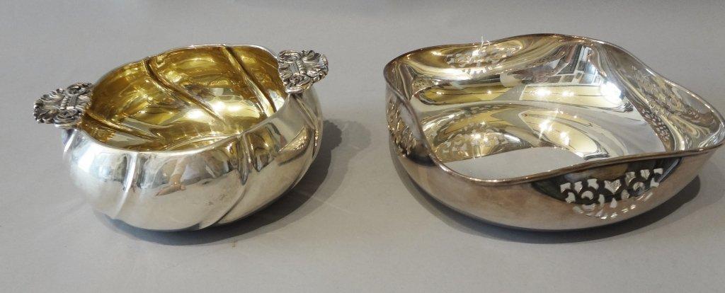 Due coppe in argento, una con manici gr.810
