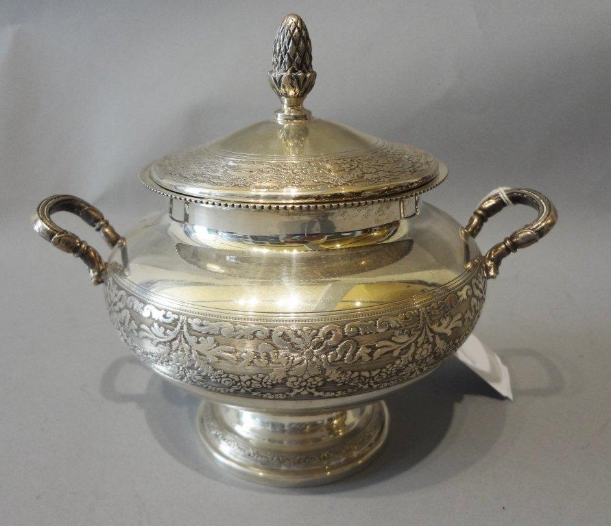 Grande zuccheriera con manici in argento