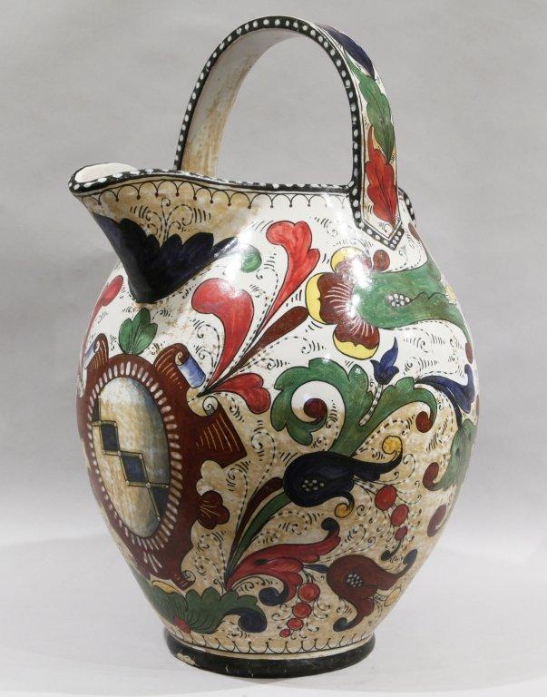 Grande brocca con manico in ceramica decorata in