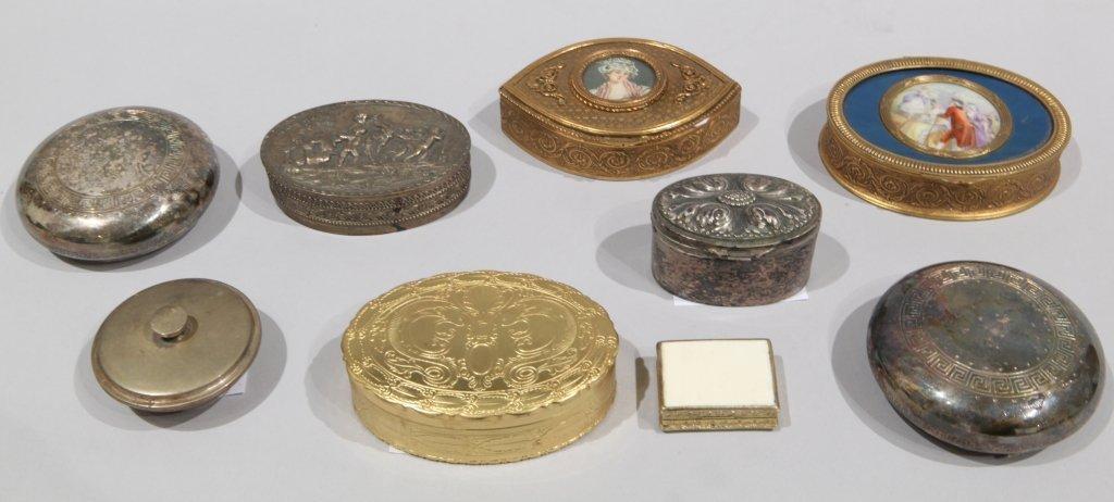 Undici scatolette in metallo sbalzato di varie