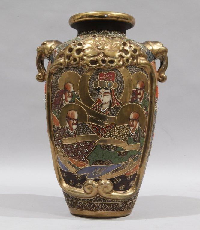 Vaso in porcellana policroma e oro, decorato con