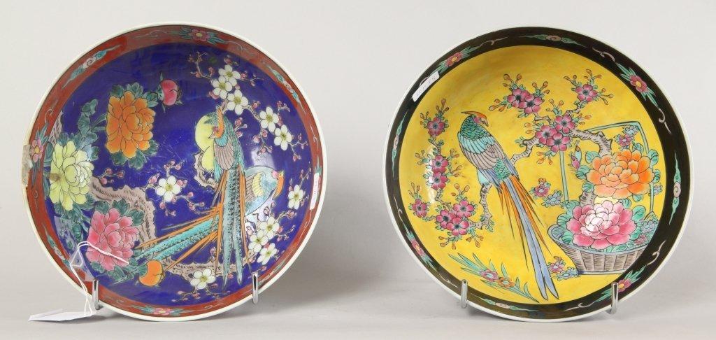 Due ciotole in porcellana decorate una a fondo