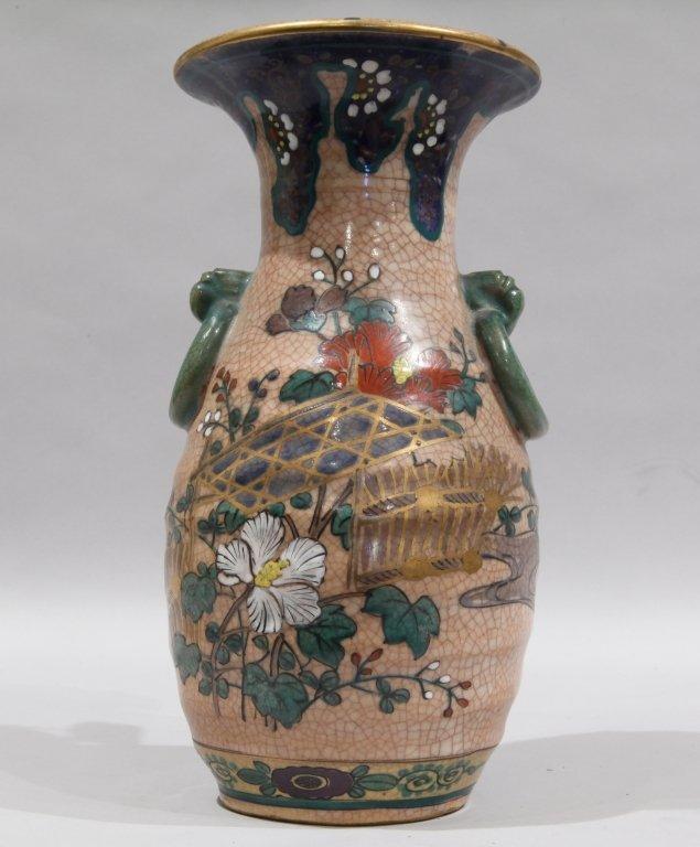 Vaso in porcellana decorato con fiori e anelli,