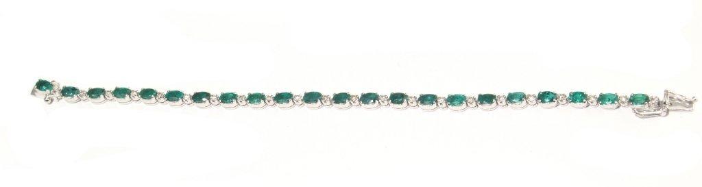 Bracciale in oro bianco con incastonati smeraldi