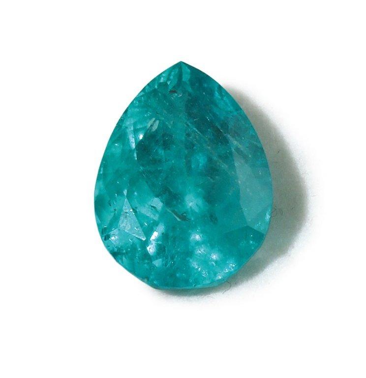 Berillo naturale varietà smeraldo. taglio a