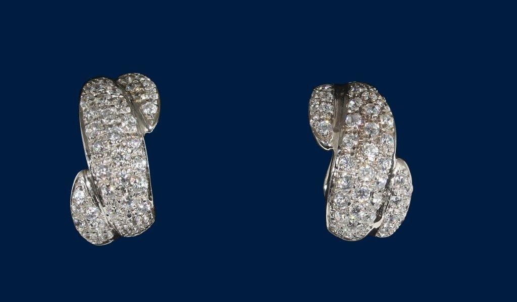 Orecchini in oro bianco con pavé in zirconi
