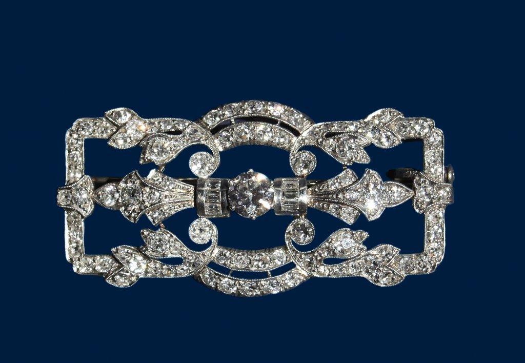Spilla in platino decò con incastonati diamanti