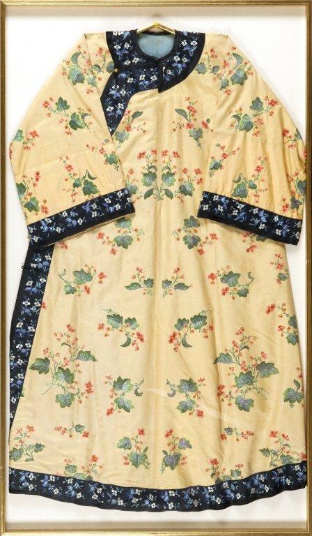 Kimono ricamato a fiori di pesco, fine sec.XIX