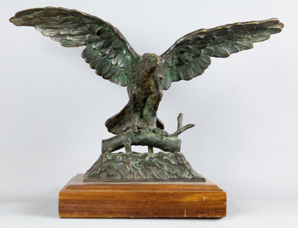 Aquila, scultura in bronzo a patina scura