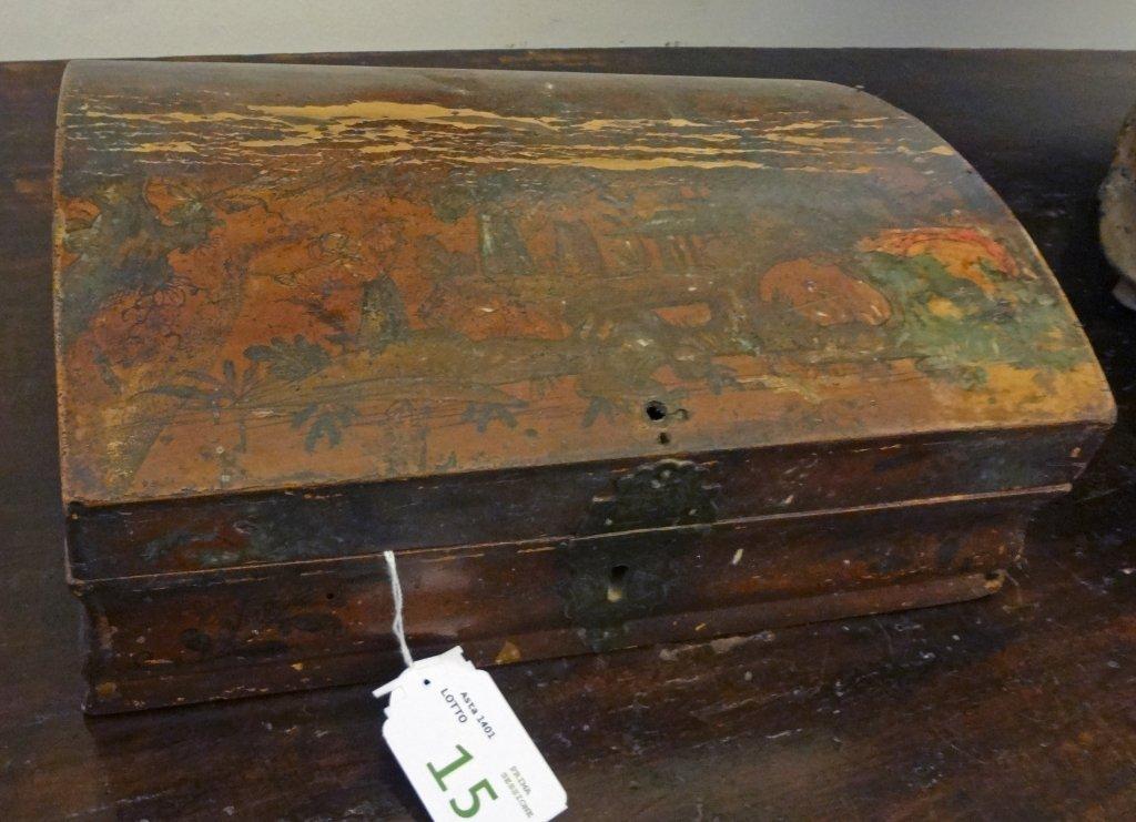 Scatola in legno laccato in policromia su fondo