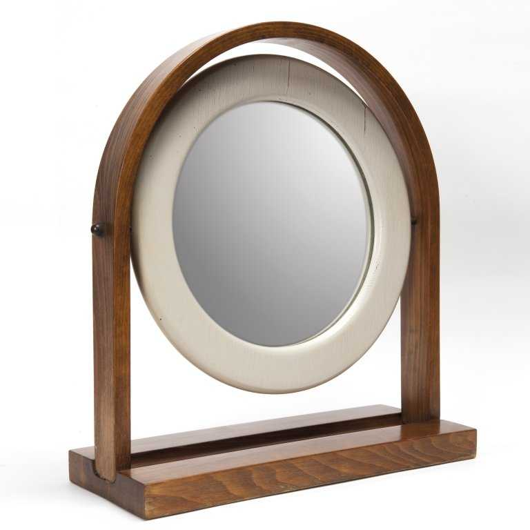 Ettore sottsass uno specchio da tavolo per for Lots specchio
