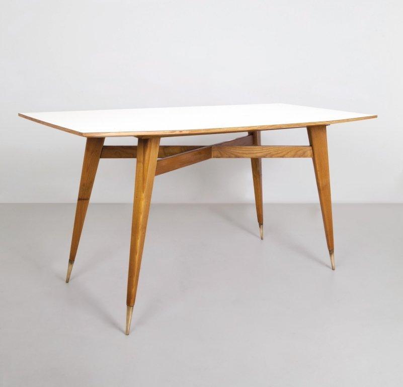 GIO PONTI Un tavolo, anni \'50. Legno di