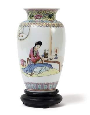 Vasetto in porcellana Famiglia Rosa con fanciulla