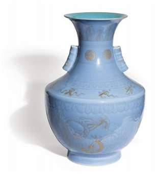 Vaso in porcellana con doratura a freddo su fondo