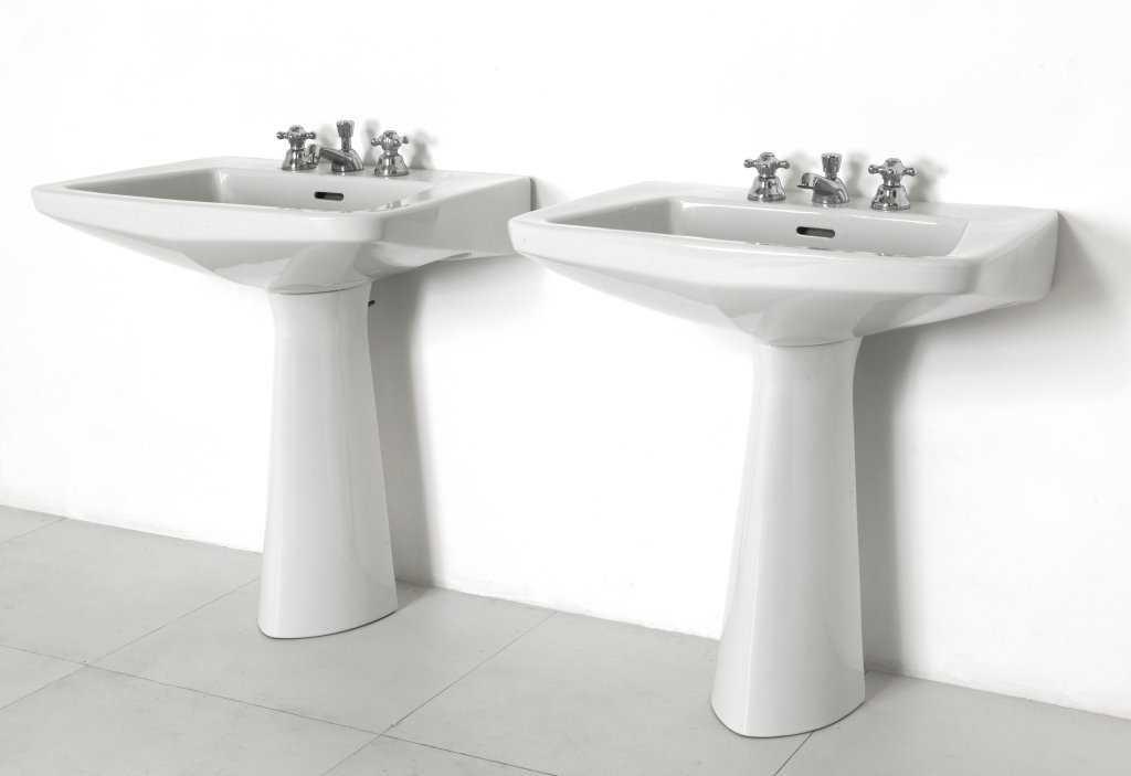 Gio ponti una coppia di lavabi 39 ponlav 39 per - Lavabi bagno ideal standard ...