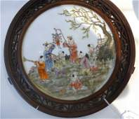 Placca in porcellana decorata in policromia e oro