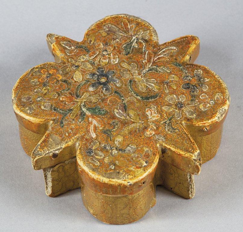 """Scatoletta """"delle Suore"""" a stella in legno dorato"""