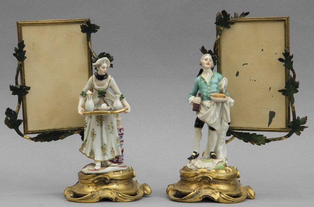 Coppia di figurine in porcellana montate in