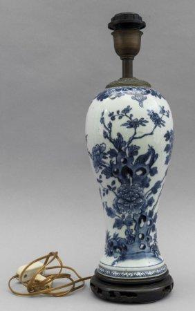 Tre Oggetti Diversi In Ceramica E Porcellana