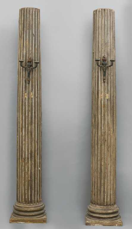 Coppia di antiche colonne scanalate in legno