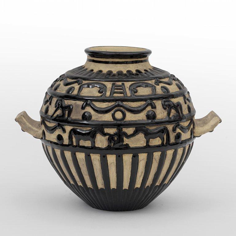 GIO PONTI  Un vaso in maiolica con decoro a