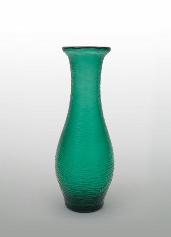 """CARLO SCARPA Un vaso in vetro """"battuto"""", 1938,"""