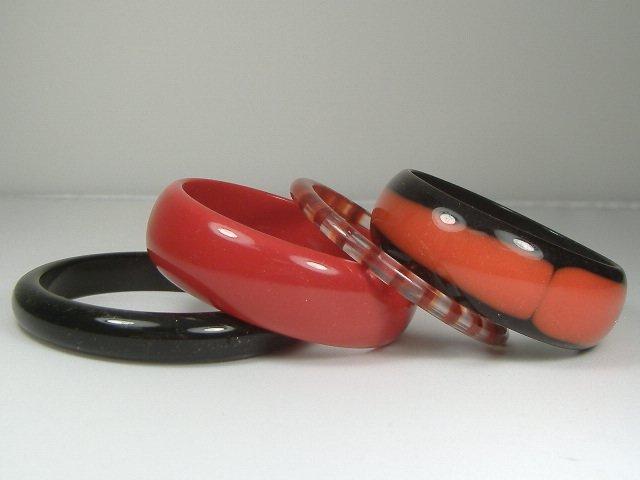 Vintage Lucite Set of 4 Ruby/Onyx Bangle Bracelets