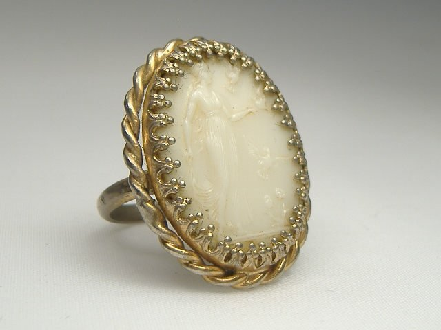 Vintage Gorgeous Cameo Ring