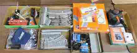 7 GROUPS OF LIONEL O GAUGE TRAIN ACCESSORIES