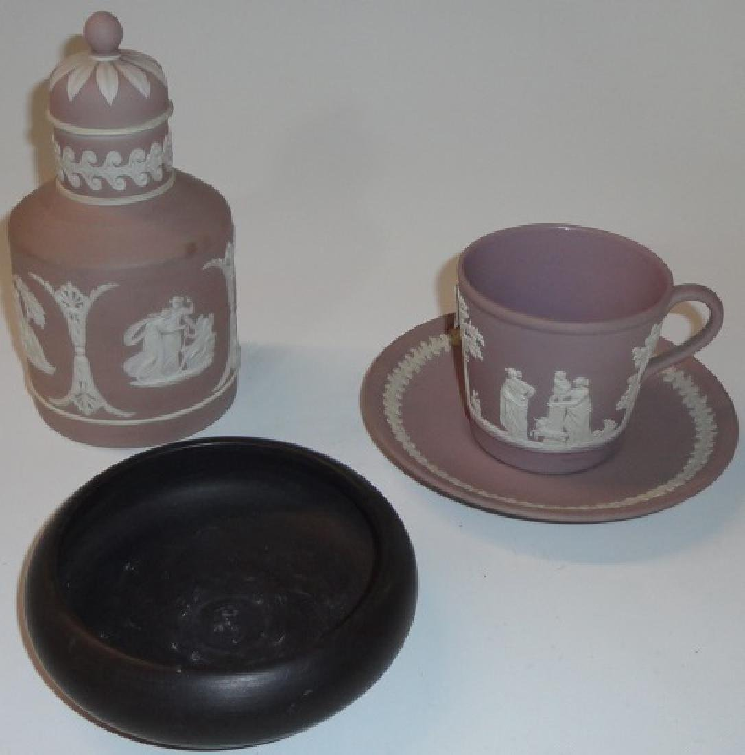 *4 PIECES OF WEDGWOOD POTTERY