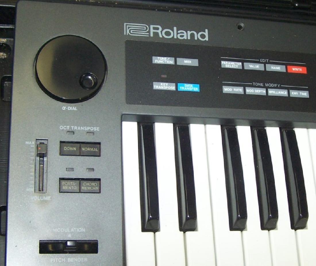 *ROLAND ELECTRONIC KEYBOARD - 3