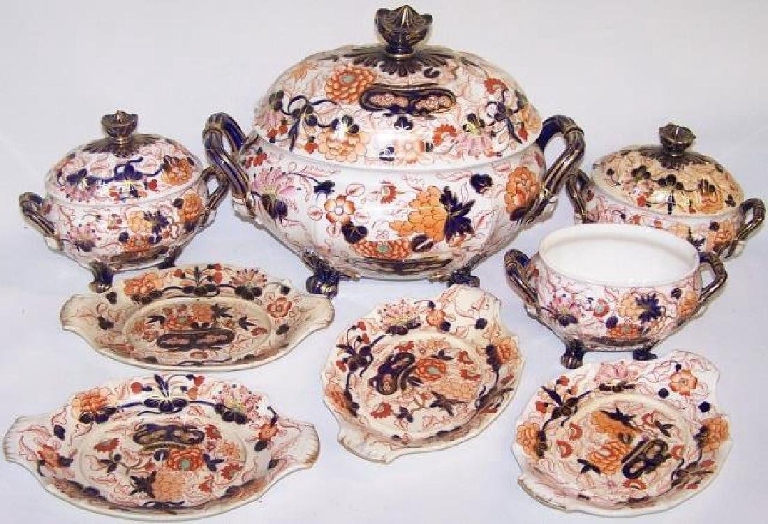 *8 PIECES OF ROYAL CROWN DERBY