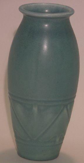1006: ***ROOKWOOD ART POTTERY VASE| Having blue mat fin