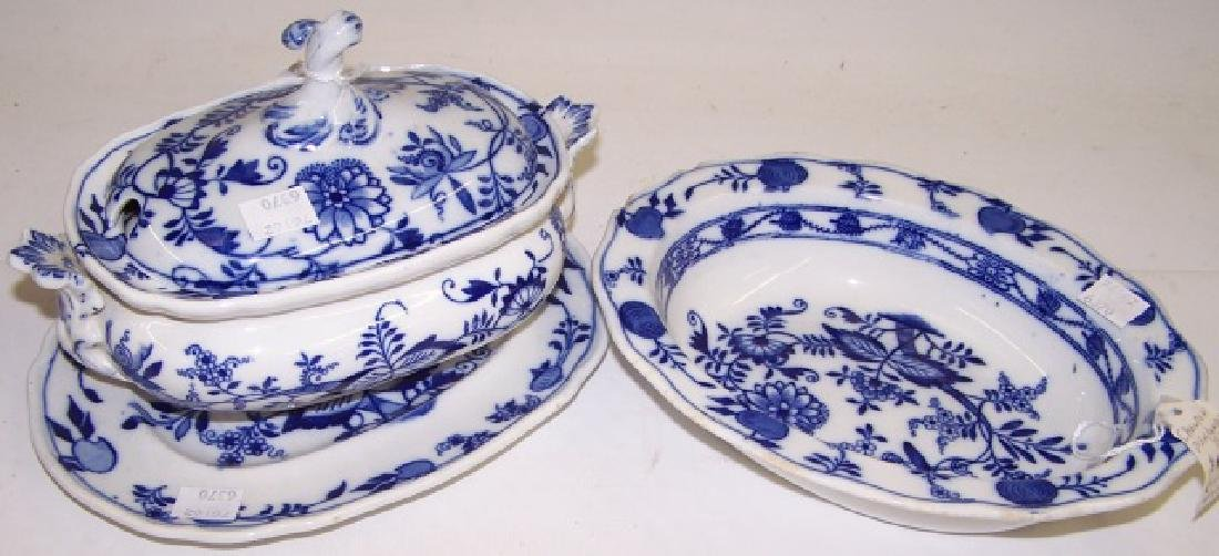 3 PIECES OF BLUE AND WHITE PORCELAIN