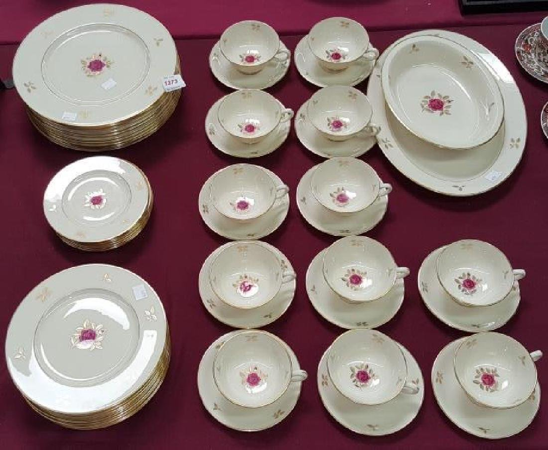 *SET OF LENOX DINNERWARE