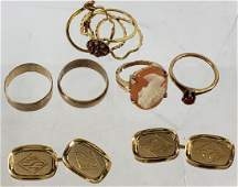 *GROUP OF MISCELLANEOUS GOLD JEWELRY