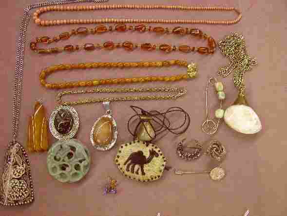 2412: ***GROUP OF JEWELRY| Comprising coral bead neckla