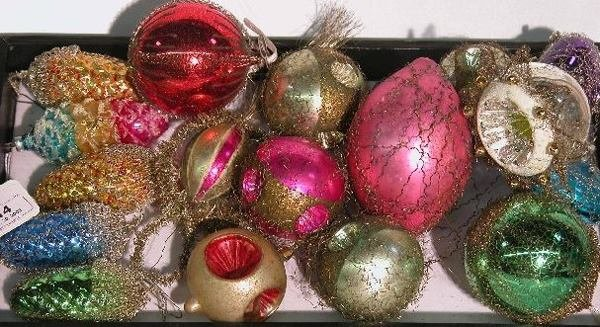 3014: ***GROUP OF WIRE WRAPPED ORNAMENTS| Pinecone, bal