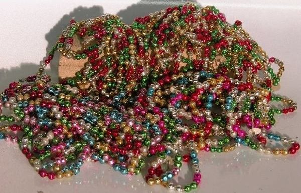 3015: ***GROUP OF BEADED GARLAND|  CONDITION: Good.
