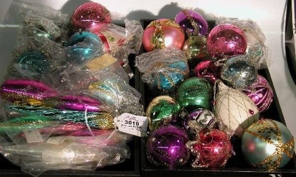 3019: ***TWO GROUPS OF CHRISTMAS ORNAMENTS| Sequined, w