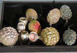 3030: ***GROUP OF CHRISTMAS ORNAMENTS| CONDITION: Fair